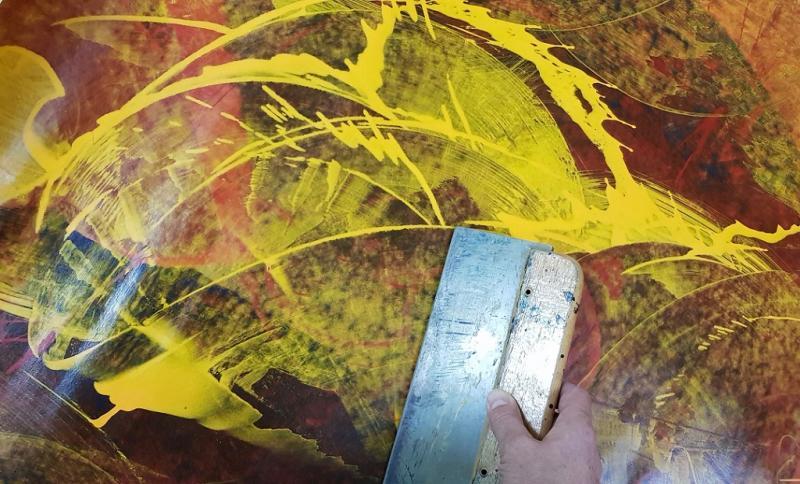Mit Rakel, Spachtel und Acrylfarbe auf künstlerischer Entdeckungsreise