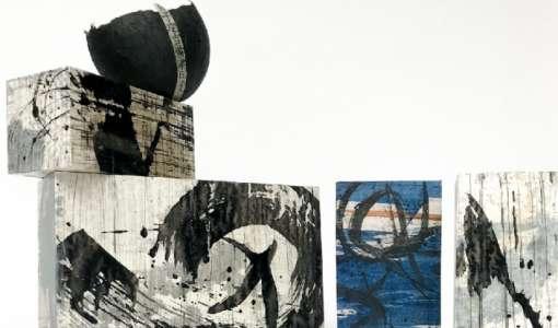 Abstrakte Malerei - spontaner und kraftvoller Pinselstrich auf Japan-Papier